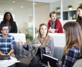Mehr als 550 neue Kunden aus über 20 Branchen arbeiten seit 2018 mit führender Employee-Experience-Lösung
