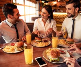 Mittagspause mit Bonus – der steuerbegünstigte Essenzuschuss