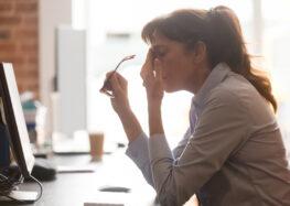 Mentale Gesundheit am Arbeitsplatz: Wenig Aufklärung und Schutz trotz gestiegener Belastung